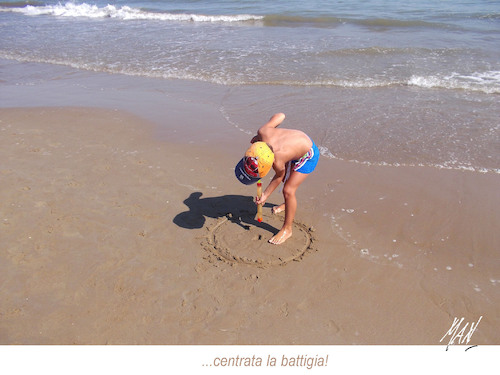 Cartoon: istanti precisi nel posto giusto (medium) by Enzo Maneglia Man tagged foto,fotografia,estate,mare,rimini,man,maneglia